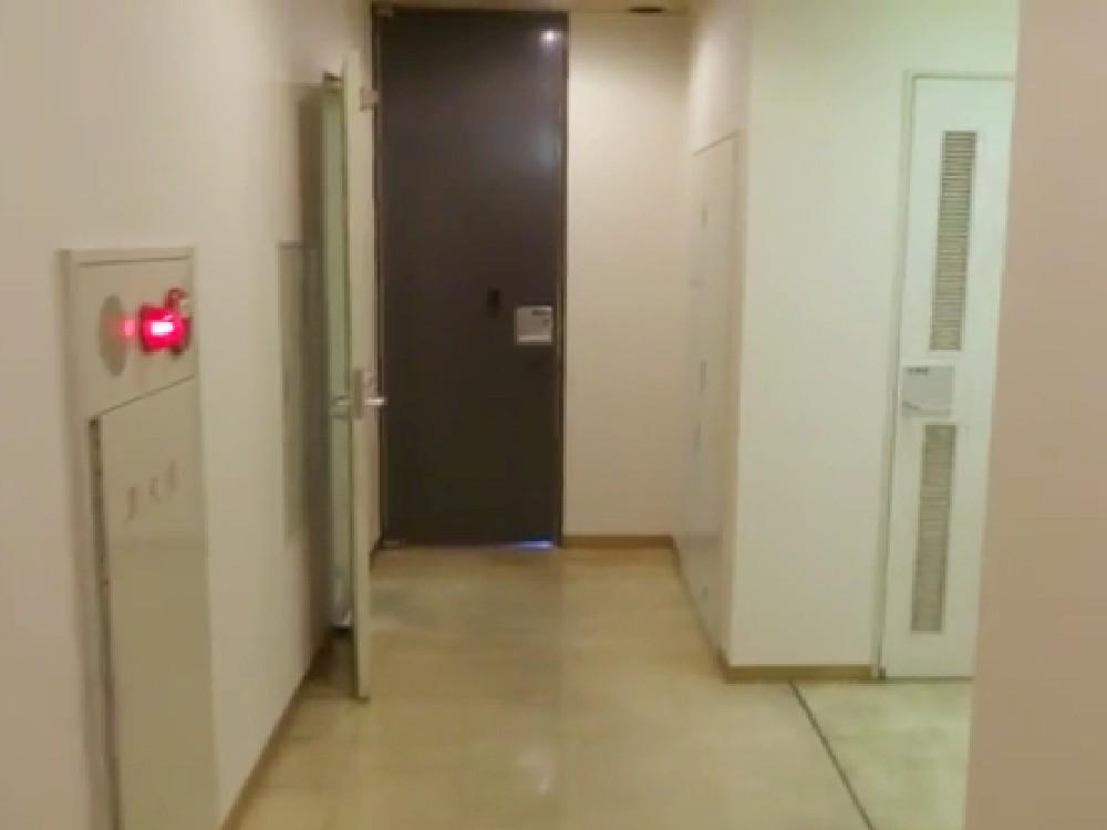 4F 廊下_トイレと給湯室